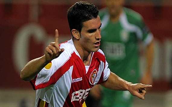 El jugador del Sevilla, Alejandro Alfaro celebra su gol en la Europa League (Getty images)