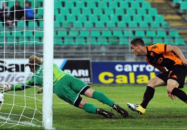 Bari-Roma 2-3: Rosi, all'ultimo secondo, decide la 'corrida' del S.Nicola, piena di espulsi, emozioni e... record