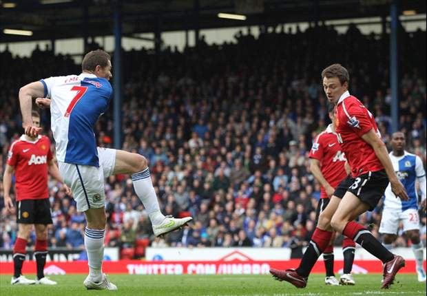 Blackburn 1-1 Manchester United: Controversial Rooney penalty hands United point and record 19th title
