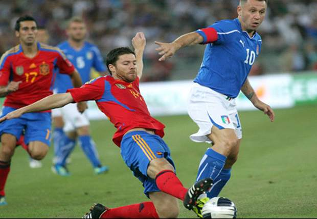 Italy 2-1 Spain: Alberto Aquilani grabs late deflected goal to win it for the Azzurri