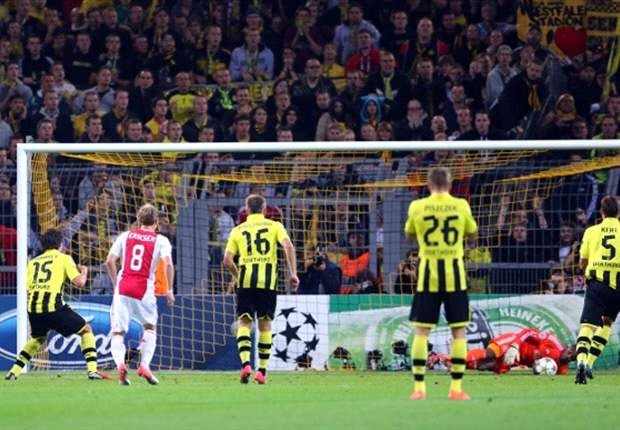 Borussia Dortmund 1-0 Ajax: Lewandowski nets late to seal Group D victory