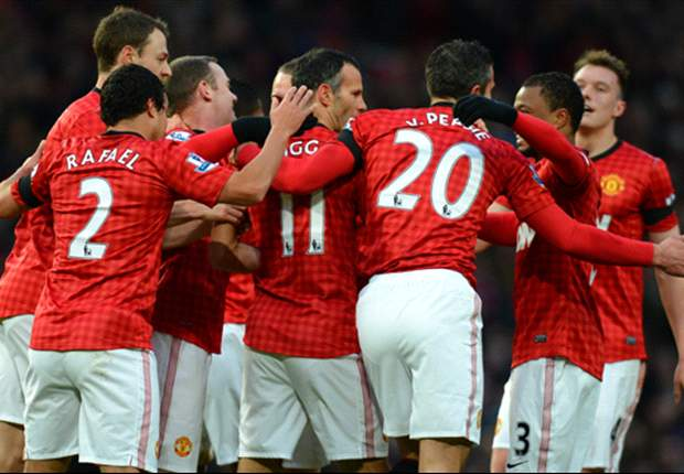 Manchester United 2-0 Everton: Giggs & Van Persie move hosts 12 points clear