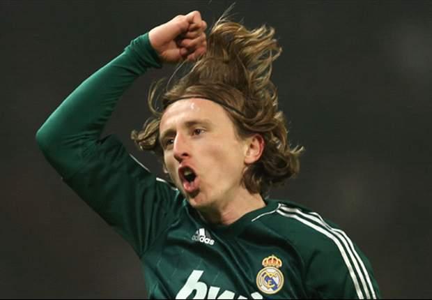 Manchester United 1-2 Real Madrid: Ronaldo y Modric rescatan a los blancos del infierno