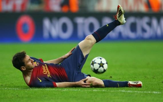 Messi, rodeado