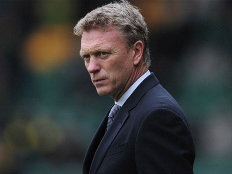 Manchester United staff 'uneasy' ahead of Moyes' arrival