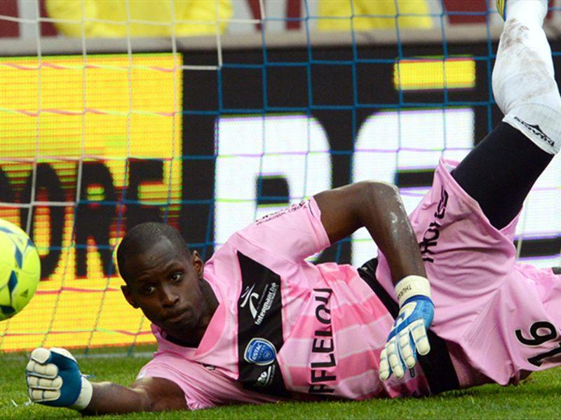 スタンダールGKがポルトへ移籍 新GKも加入 | Goal.com