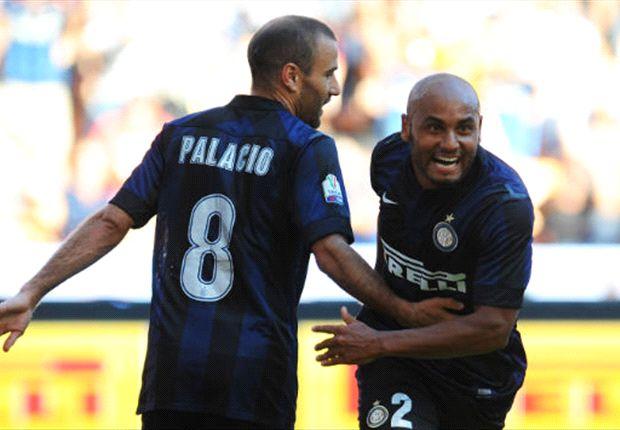 Palacio y Jonathan celebran el primer gol