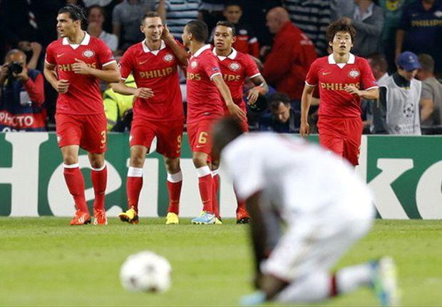 PSV juicht na de 1-1 tegen Milan