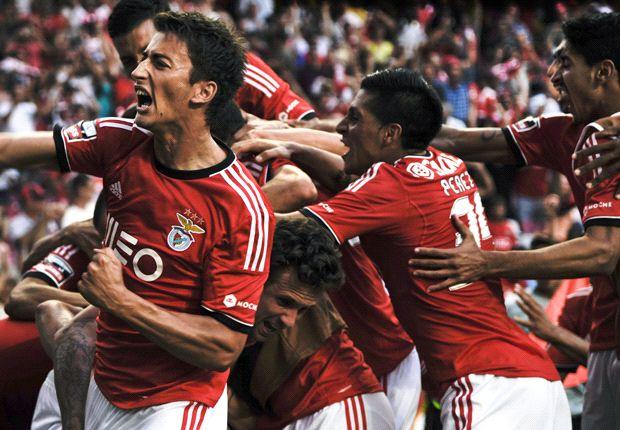 Benfica 2-0 Anderlecht: Portuguese giants begin with win