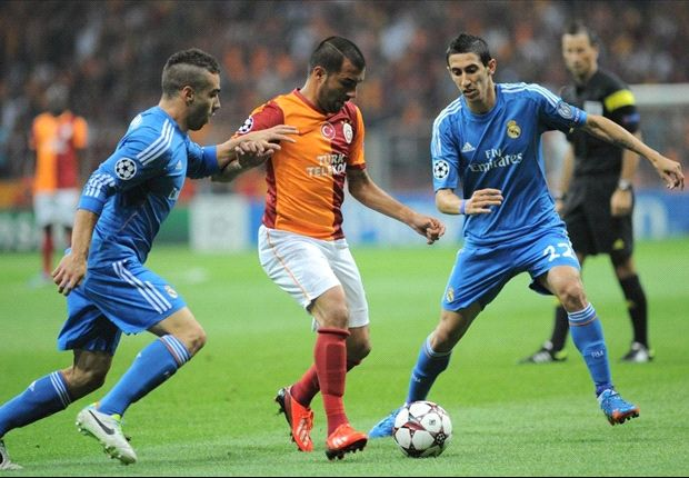 Pepe e Di Maria in contrasto con Engin Baytar durante Galatasaray-Real Madrid