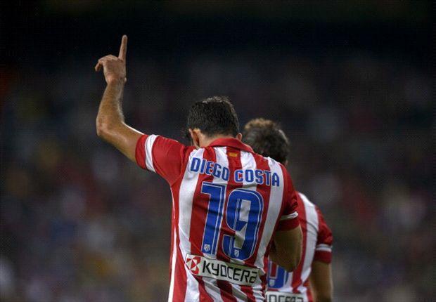 Diego Costa esulta dopo il goal con i compagni