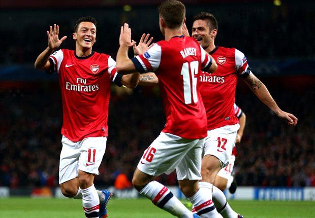 Özil y Ramsey festejan. Arsenal vive un gran presente.
