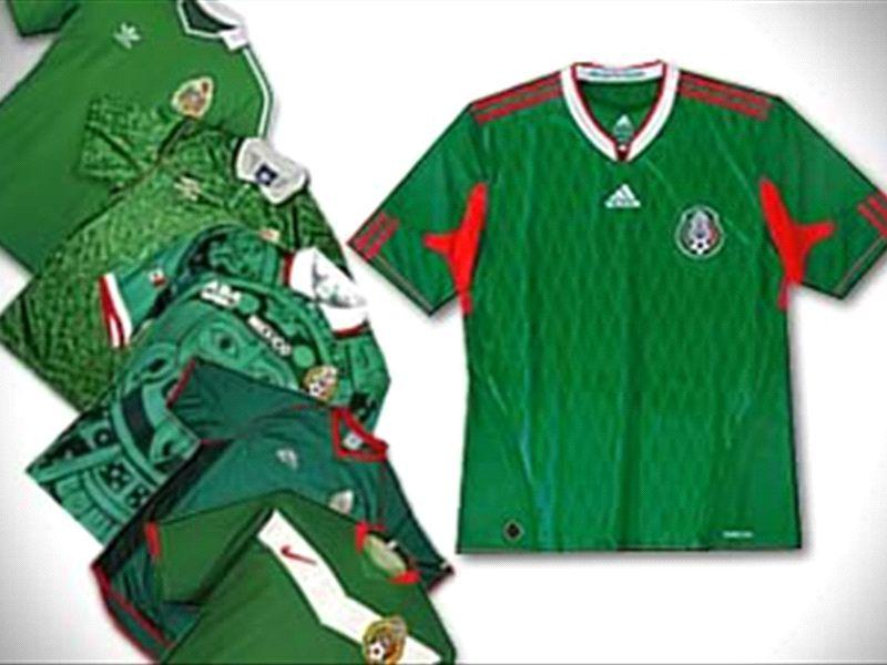 Un recuento de todas las camisetas que ha utilizado la Selección Mexicana a  lo largo de los Mundiales desde Uruguay 1930 hasta Brasil 2014. fd408cb7fc2eb