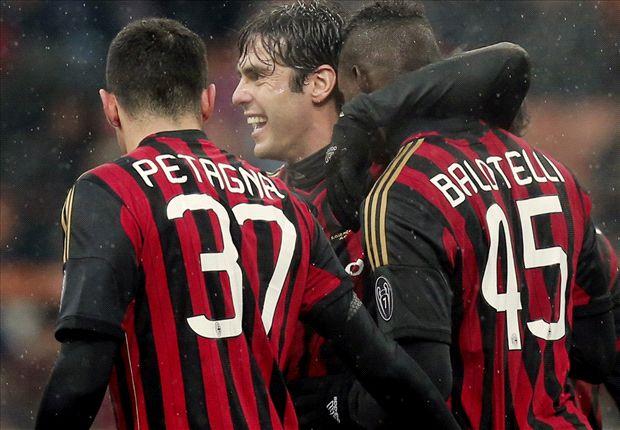 Kakà e Balotelli esultano dopo il goal nel finale contro il Verona