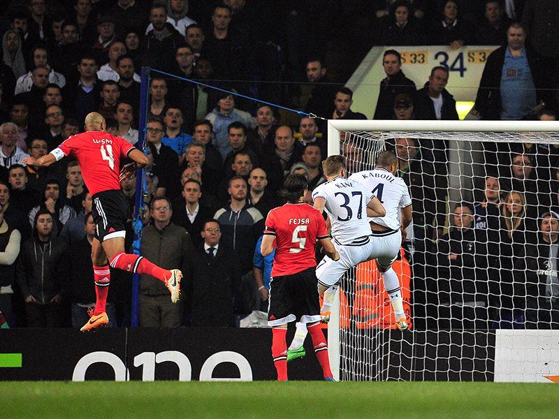 Com dois gols, Luisão é o jogador da semana na Liga Europa