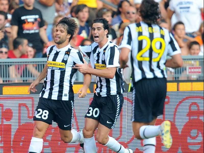 Roma 1 3 Juventus Brazilian Magic As Diego Felipe Melo Down Roma Goal Com